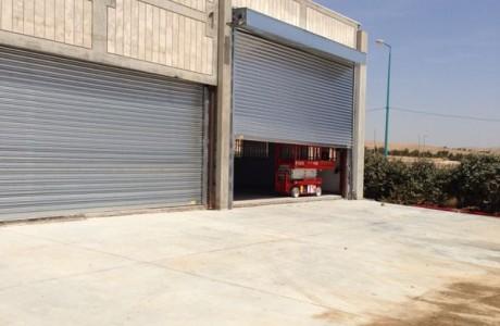דלתות גלילה למוסך באזור תעשיה
